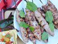 Grillowane kofty z sałatką z marynowaną dynią