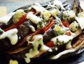 Grillowany bakłażan z pomidorem i serem pleśniowym
