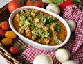 Gulasz z kurczaka w sosie pomidorowo- śmietanowym