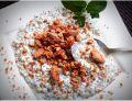 Jaglanka z chia na mleku z prażonymi migdałami