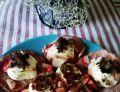 Jajka z duszoną cebulką i rzodkiewką