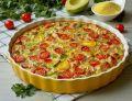 Kukurydziane quiche z kabanosem i warzywami