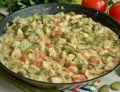 Kurczak w sosie śmietankowym z bobem i pomidorami