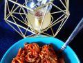 Makaron chow mein z fasolą i warzywami