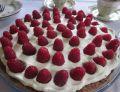 Malinowa tarta z kremem budyniowym