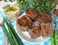 Muffiny jęczmienne z wołowym klopsikiem i sosem