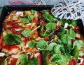 Pizza z domowym sosem pomidorowym