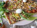 Pizza z jajkiem i łososiem