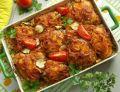 Pomidorowe ćwiartki z kurczaka na gotowanym ryżu