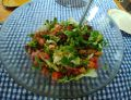 Prosta sałatka z pomidorami i szczypiorkiem