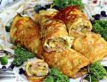Roladki jajeczne z wędzonym kurczakiem i pastą