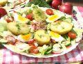 Sałatka obiadowa z jajkiem i młodymi ziemniakami