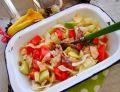 Sałatka z awokado, pomidora i makreli