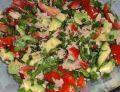 Sałatka z awokado, pomidorków i tuńczyka