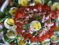 Sałatka z jaj, szynki, pomidorów i szpinaku