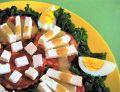 Sałatka z jarmużem, serem kiełbaską chorizo