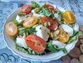 Sałatka z mozzarellą i pomidorkami