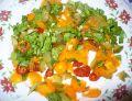 Sałatka z żółtymi pomidorami i ananasem
