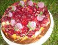 Sernik z truskawkami na herbatnikach