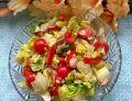 Surówka z sałaty, rzodkiewek, pomidorków, cebuli