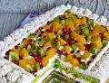 Tort z kiwi, brzoskwiniami i granatem