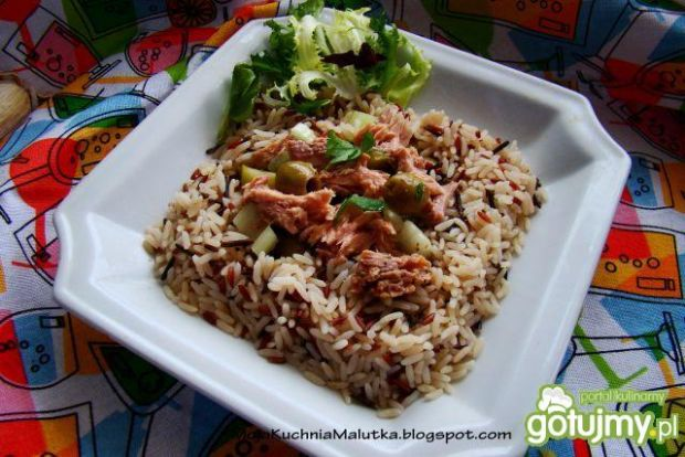 3 kolorowy ryż z tuńczykiem i oliwkami