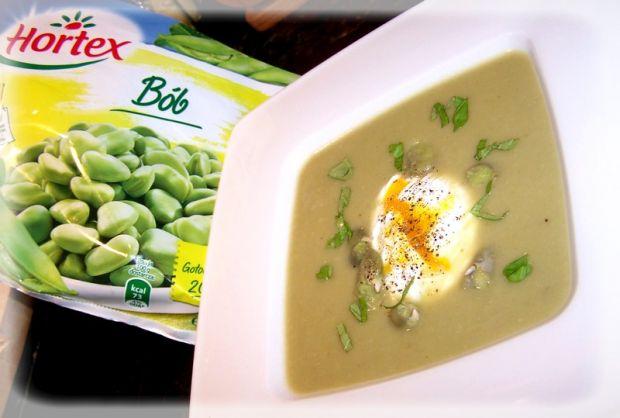 Aksamitna zupa z bobu z jajem
