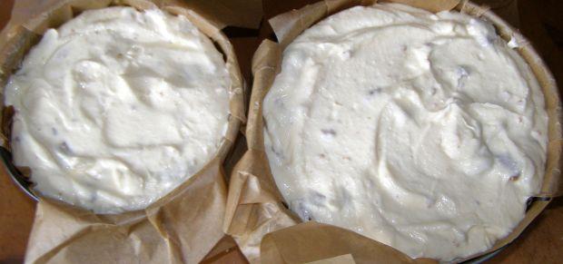 Aksamitny sernik sezamkowy