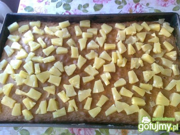Ananasek na biszkopcie z galaretką