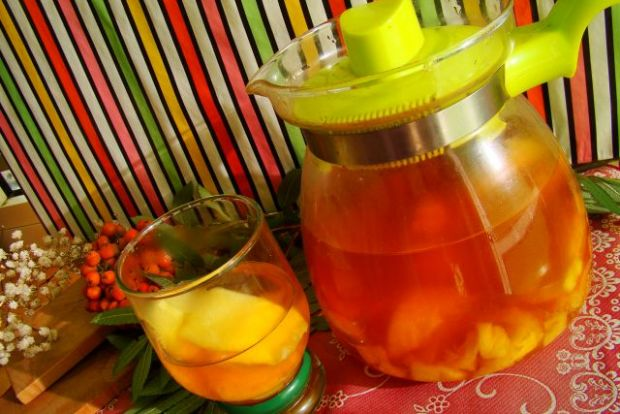Ananasowo-limonkowe ice tea