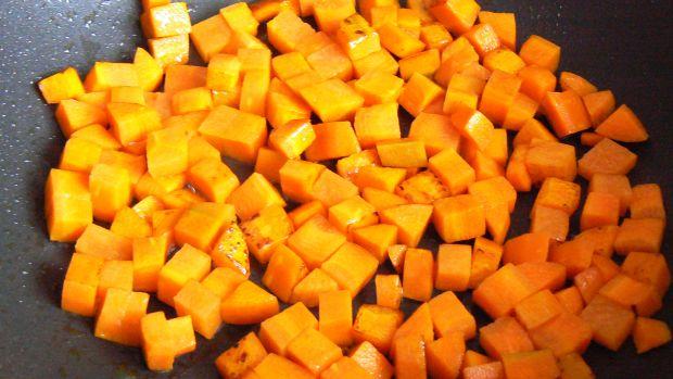 Aromatyczna szynka z makaronem i warzywami