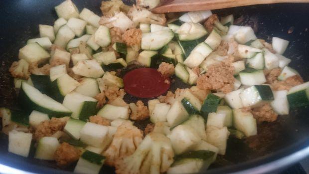 Aromatyczny kremowy sos z kalafiorem
