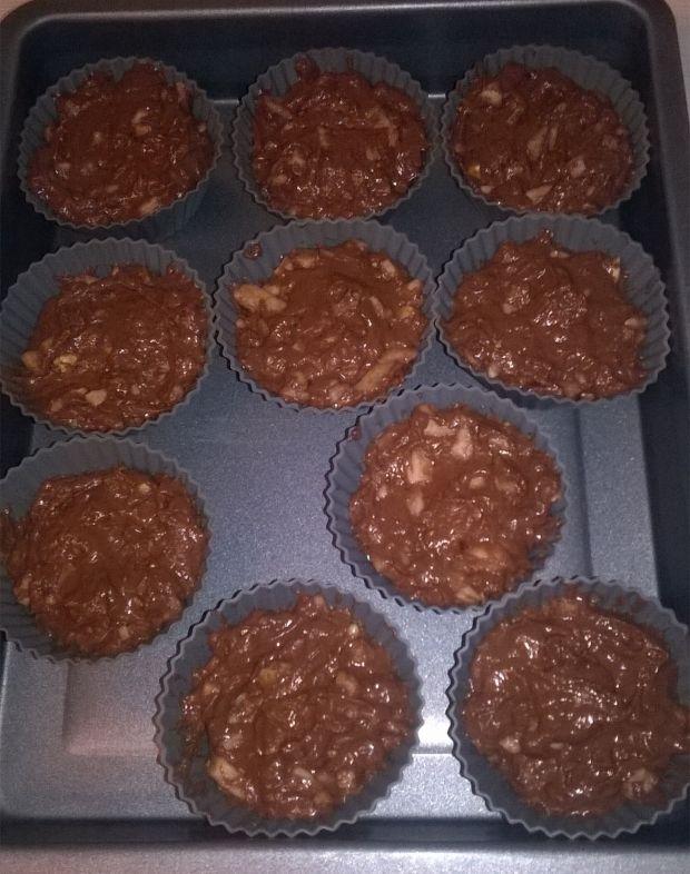 Babeczki kakaowe z jabłkiem i orzechami