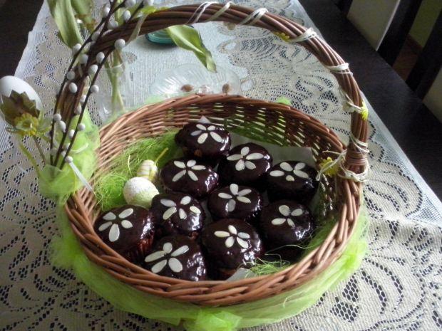 Babeczki z czekoladowym nadzieniem do koszyczka