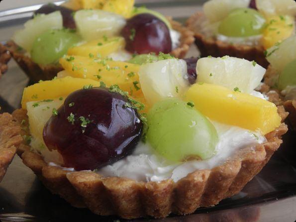 Babeczki z serkiem waniliowym i owocami.