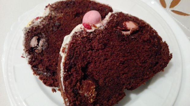 Babka mega czekoladowa z jajeczkami nugatowymi