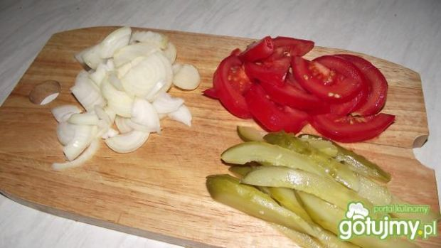 Bagietka z szynką i warzywami na ciepło