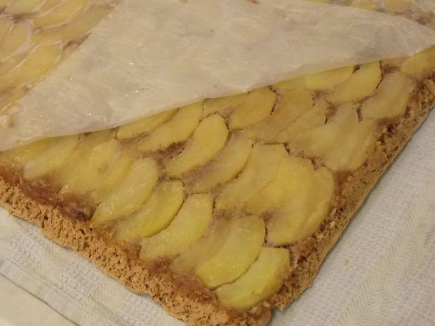 Bakaliowa rolada z jabłkami