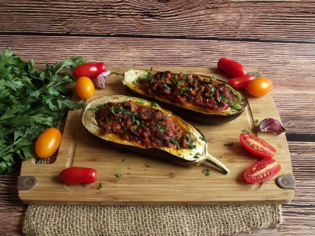 Bakłażan faszerowany mięsem i pomidorami