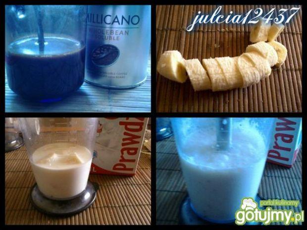 Bananowa kawa z bitą śmietaną i delicją