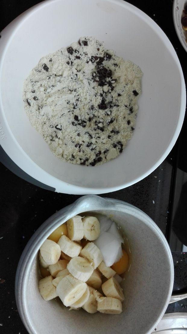 Bananowe ciastka z kruszoną czekoladą i bakaliami