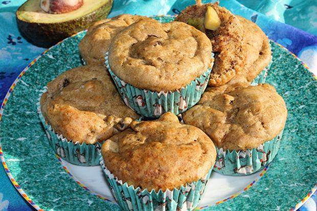 Bananowe muffinki z awokado i suszonymi morelami