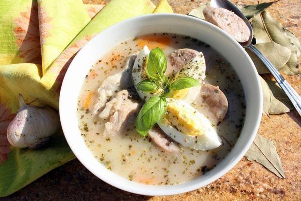 Barszcz biały na żeberkach (z jajkiem i kiełbasą)