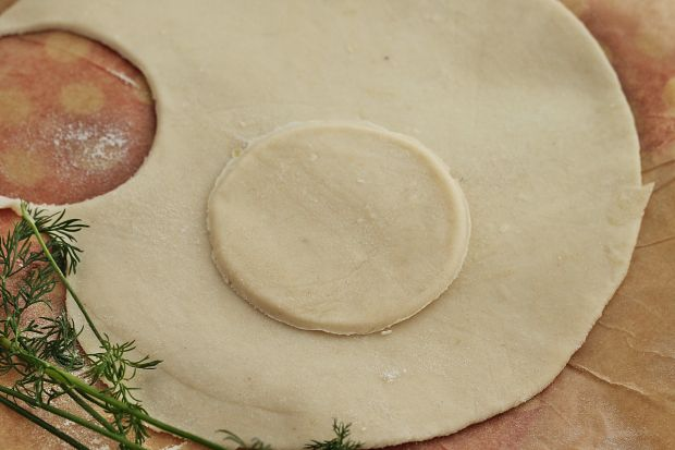 Barszcz z buraków pieczonych z sakiewkami z grzyba