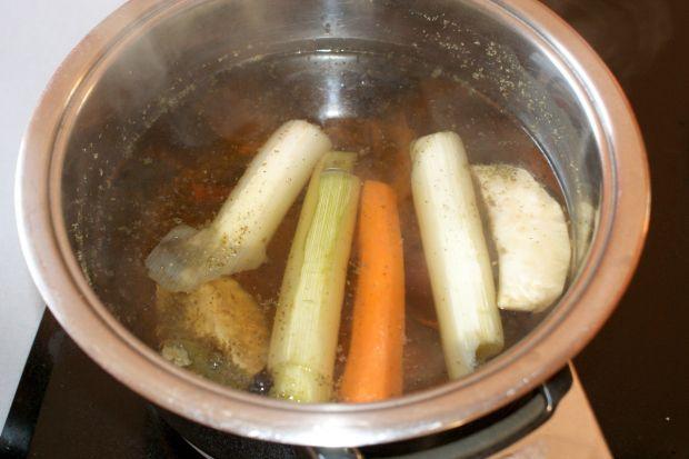 Barszcz zabielany z ziemniakami