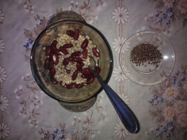 Bazyliowa kasza pęczak z czerwoną fasolką