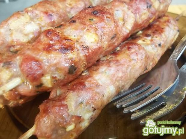 Bazyliowe szaszłyki z mięsa mielonego