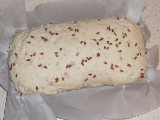Bezglutenowy chleb z płatkami gryczanymi
