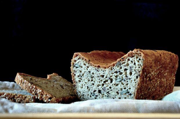 Bezglutenowy chleb z ziarnami