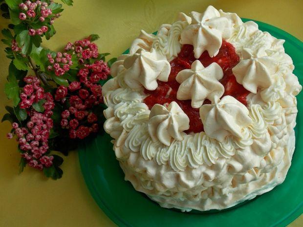 Bezowy tort rabarbarowo-malinowy